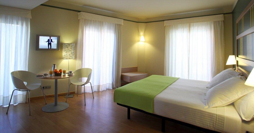 Habitaciones hotel ciutat barcelona web oficial for Precio habitacion hotel